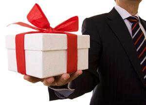 ТОП новогодних подарков для коллег и начальника 2021